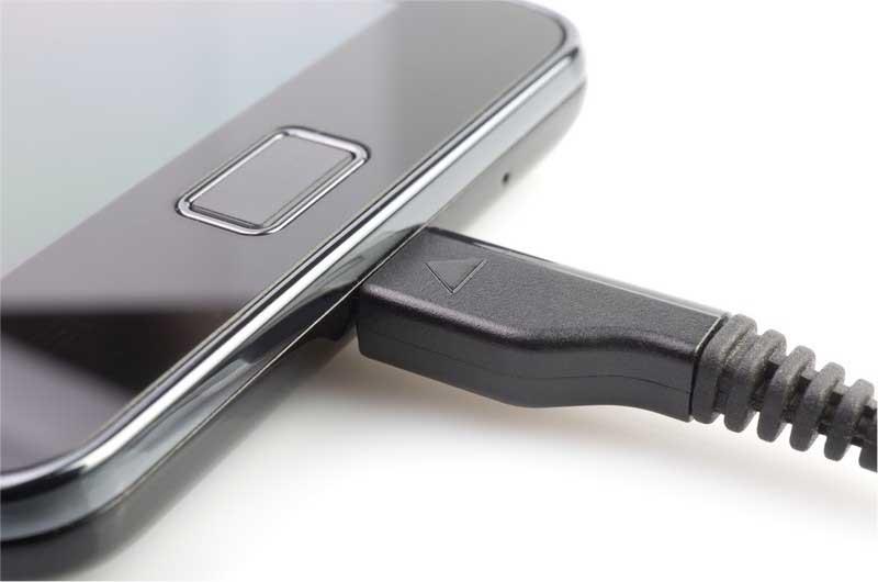 اتصال گوشی موبایل به شارژر